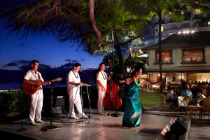 【夕方のハワイアンミュージック&フラは最高のひと時】ハウス・ウィズアウト・ア・キーで過ごすサンセットタイムはハワイならではの贅沢な時間。