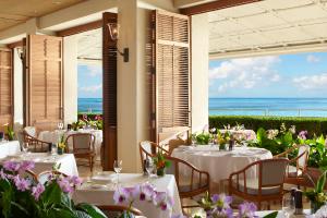 【オーシャンサイドで朝食も人気のオーキッズ】ハワイの新鮮な食材を用いた創作料理と、開放感あふれる空間で人気。