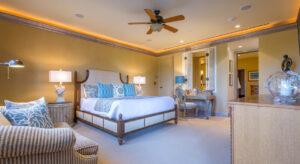 DR_Hawaii_Wailea Beach Villas_Interior_Master Bdrm_PHJ105 CRPD913x500