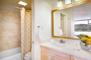 【バスルーム】バスタブ付きの広々としたバスルームでお寛ぎください。