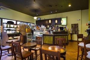 【バニアンブリーズ・インターネットカフェ】コーヒーと美味しいお食事をお楽しみいただけ、WiFi接続も可能です。