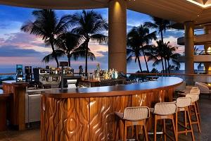 【ピコ・コーヒー+バー】 バリスタのいるコーヒーバーです。100%コナコーヒーやラテ、テイクアウトできる軽食を提供しています。ホテル中央のアクセスしやすい場所にあり、パノラマの景色をお楽しみいただけます。