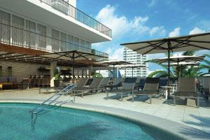 【屋外プール】3階のサンデッキにある屋外の温水プールには、便利なプールバーもございます。