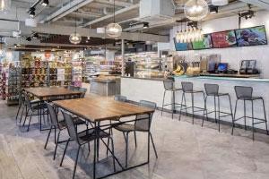 【HOLOHOLOCAFE&MARKET】デリ・カフェ・お土産と何でも揃い24時まで営業。