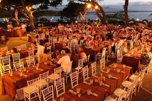【ルアウ】 マウナ ケアのハワイアンルアウは1960年代にオープンし、当時「ニューズウィーク」誌でも紹介されました。ハワイの音楽や食べ物、伝統などハワイ文化に触れていただくことで、マウナ ケアでのハワイ体験はさらに豊かなものになるでしょう。【重要なお知らせ】2020年4月30日まで上演を休止しております。
