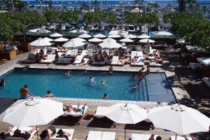 【サンライズ・プール】楽園のプライベート・ガーデンのような雰囲気に溢れるプールです。
