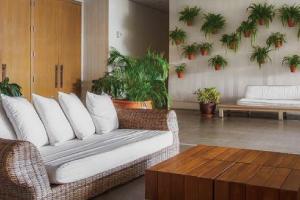 【ロビー】他のリゾートホテルとは一線を画したモダンでアーティスティックなデザインです。