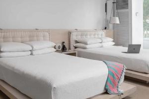 【パーシャルオーシャンビュー・ダブル】白を基調としたシンプルながらも上品でハイセンスな客室