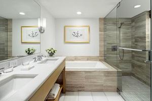 【バスルーム】バスルームには洗面台が2つ付いており、人数が多くてもゆったりご利用いただけます。