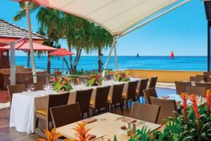 【カイ・マーケット】「農家から食卓へ」というコンセプトのもと、青く輝くワイキキビーチを眺めながら、ハワイ産のフレッシュな食材をふんだんに使った美味しいお料理をビュッフェ形式でお楽しみいただけます。