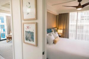 【1~3ベッドルーム】最大8名様が滞在できる3ベッドルーム(ベッドルーム3部屋とリビングルームを備えたスイートタイプ)もありますの。プライベートラナイ(ベランダ)付きで、グループでの滞在にもおすすめです。