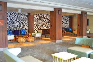 【レトロで可愛らしいロビー】2016年6月にOPENのフォトジェニックホテルブームの先駆者的存在のホテル。数々の雑誌でも紹介され、ホテルの至る所がSNS映えするということでオシャレ旅行者のファンも多数。ホテルに入ってまず目に入るレトロで可愛らしいロビーと、印象的なプールに感動。