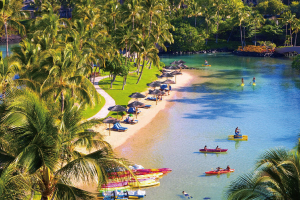 【海水ラグーン】 ウミガメや熱帯魚が泳ぎ、シュノーケリングなどが楽しめます。