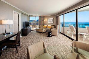 【憧れの96号室】海とダイアモンドヘッドの両方を眺められる角部屋